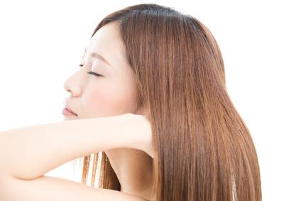 艶々サラサラの髪の女性