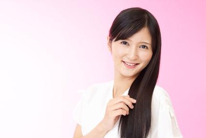 サラサラの髪に満足げな笑顔の女性