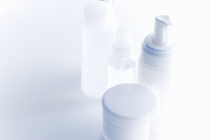 白い容器のヘアケアアイテム