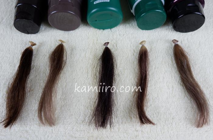 5本の白髪染めトリートメントと2回染めた5本の毛束(人毛白髪)を並べた写真