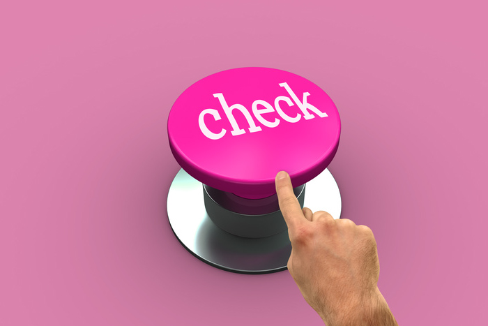 ピンクのcheckボタンを指で押す